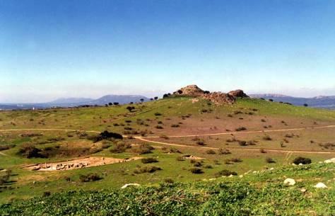 Volca-n de los Castillejos y parte del yacimiento arqueolo-gico de Sisapo